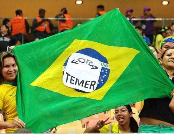 Protesto Fora Temer durante a partida África do Sul e Brasil (Foto:  Edmar Barros/Futura Press)
