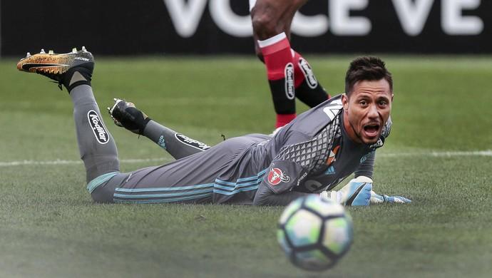 Diego Alves Corinthians x Flamengo (Foto: Ale Cabral/Estadão Conteúdo)