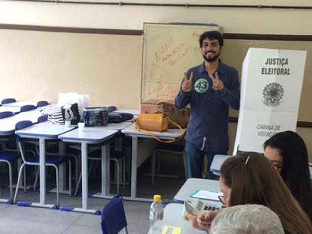 Samuca Silva (PV), candidato à prefeito de Volta Redonda, votando no segundo turno (Foto: Divulgação)