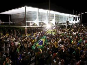 Protesto contra a nomeação do ex-presidente Lula como ministro da Casa Civil, em frente ao Palácio do Planalto (Foto: Fabio Rodrigues Pozzebom/Agência Brasil)