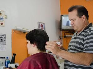 O cabeleireiro Robin Hood Ferrancini diz que todos da cidade gostavam de Joaquim (Foto: Érico Andrade/G1)
