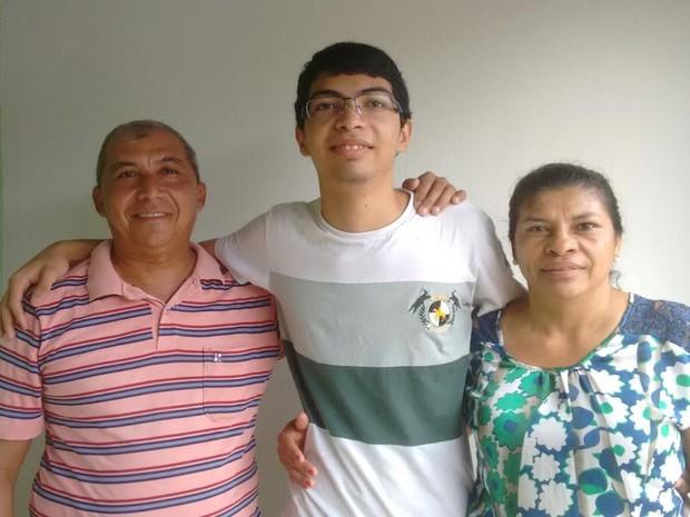 Sergio dos Santos Santana foi aprovado para o curso de medicina na UFPI (Foto: Sergio dos Santos/Arquivo Pessoal)