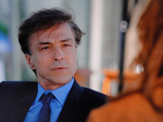 Vitório quer saber se Veruska conseguiu enganar Roberta (Foto: Guerra dos Sexos / TV Globo)
