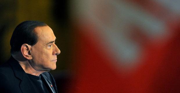 O ex-premiê italiano Silvio Berlusconi discursa nesta quarta-feira (27) para partidários em Roma (Foto: Tiziana Fabi/AFP)