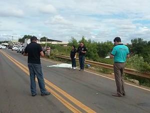 Acidente aconteceu na manhã desta quinta-feira (4) na BR-405 (Foto: Marcelino Neto/O Câmera)