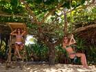 Thaila Ayala e Fiorella Mattheis mostram boa forma na praia