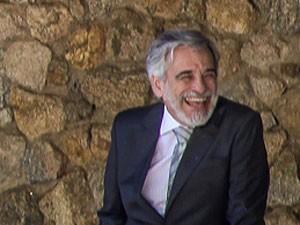 Apesar da intensidade do personagem, ator se diverte entre as gravações (Foto: TV Globo/ Camila Camacho)