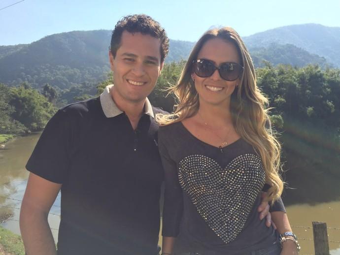Pedro Leonardo e Aline Lima em Amparo (SP) na fazenda Mundão das Trilhas (Foto: reprodução EPTV)