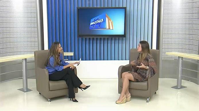 Atriz Monique Alfradique lança espetáculo 'A Garota do Biquine Vermelho', em Manaus (Foto: Amazônia TV)