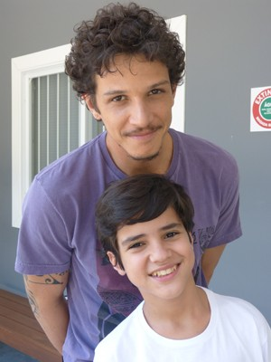 Adriano conquistou o elenco (Foto: Império/TV Globo)