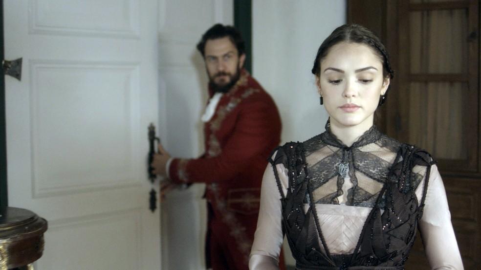Anna visita Thomas de surpresa em seu trabalho (Foto: TV Globo)