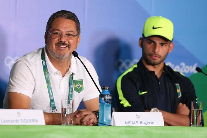 Rogério Micale e Thiago Maia em entrevista coletiva da seleção olímpica do Brasil (Foto: Lucas Figueiredo/MoWA Press)