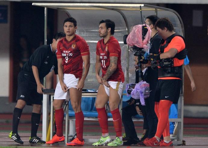 Elkeson e Ricardo Goulart Guangzhou Evergrande (Foto: Reprodução Sina.com)