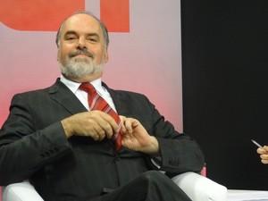 Candidato Daniel Bordignon (PT) se prepara no estúdio da RBS TV (Foto: Fernando Lopes/G1)