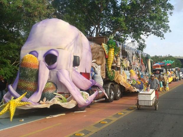 Carro vencedor levou à avenida animais marinhos e fantasias de sereias (Foto: Gustavo Almeida/G1)