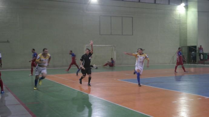 Após o gol de Gustavo, faltando sete segundos para o fim, jogadores do Bom de Bola comemoram o título (Foto: Richard Pinheiro/GloboEsporte.com)