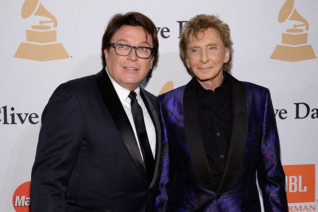 Garry Kief e Barry Manilow (Foto: Getty Images)