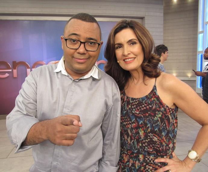 O cantor Dudu Nobre com a apresentadora no 'Encontro' (Foto: Viviane Figueiredo/Gshow)