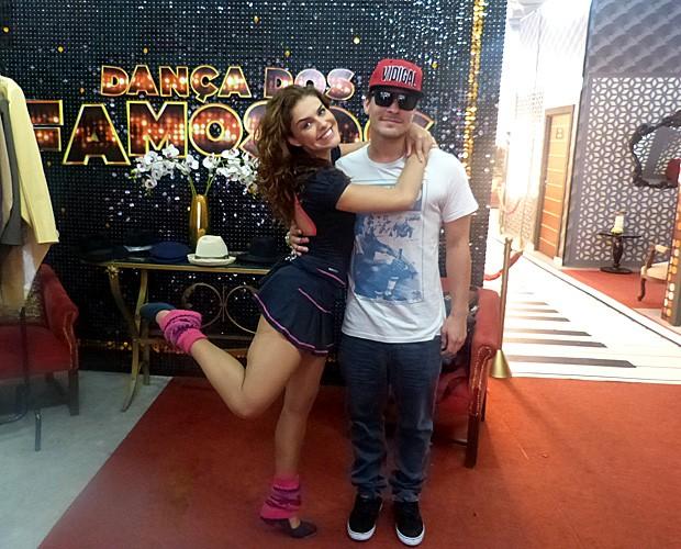 Paloma faz pose ao lado do amado (Foto: Domingão do Faustão/ TV Globo)