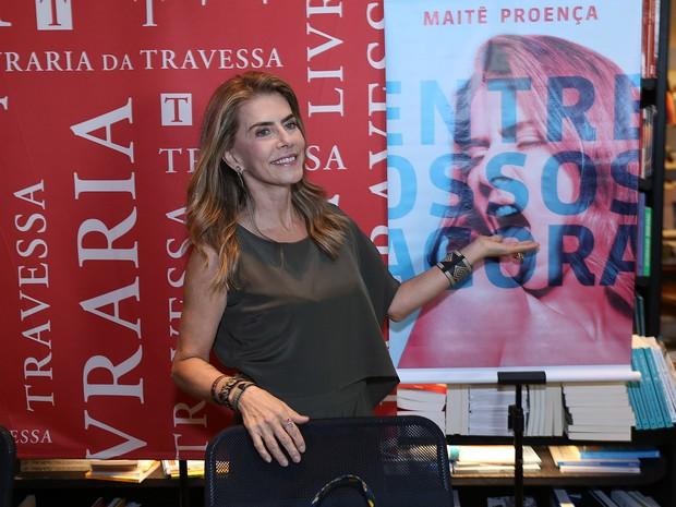Maitê Proença em livraria no Leblon, Zona Sul do Rio (Foto: Murillo Tinoco/ Divulgação)