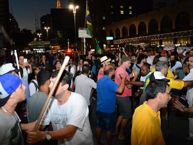 Tumulto entre manifestantes na Avenida Paulista neste domingo  (Foto: Ronaldo Silva/ Futura Press/ Estadão Conteúdo)