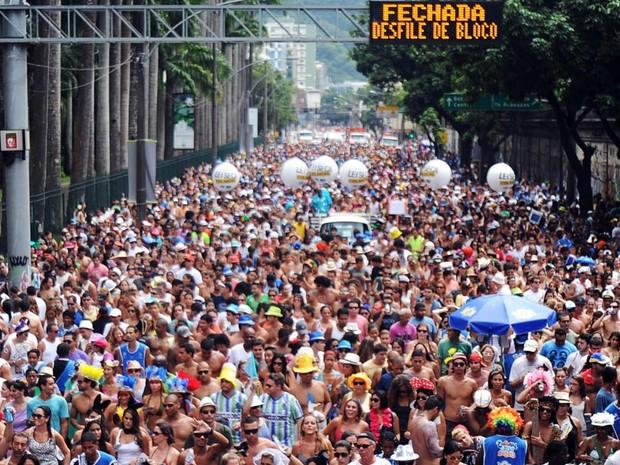 Segundo autoridades, 25 mil pessoas pularam ao som do Suvaco do Cristo (Foto: Márcio Honorato/ Honopix/ Estadão Conteúdo)