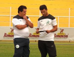 Treinador Júnior Rocha e auxiliar-técnico Fernandinho do Luverdense (Foto: Assessoria/Luverdense Esporte Clube)