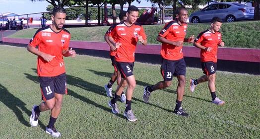 no pique (Divulgação / Atlético-GO)