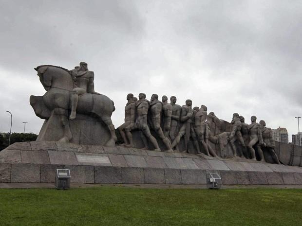 Monumento às Bandeiras, de Victor Brecheret, está localizado em avenida próximo ao Parque do Ibirapuera na Zona Sul de São Paulo (Foto: Nilton Fukuda/Agência Estado/AE)