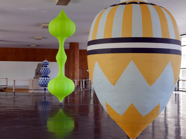 Obras do artista paraense Paulo Paes que integram a exposição 'Pneumática', em cartaz na Caixa Cultural de Brasília (Foto: Rodrigo Braga / Divulgação)