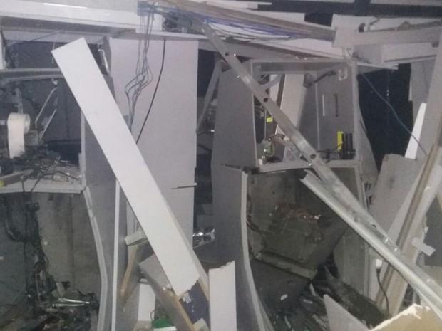 Terminais foram completamente destruídos  (Foto: Jurandir Viana/Camelo no Rádio)