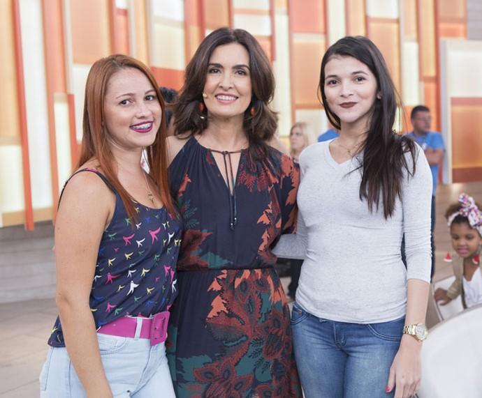 Mais convidadas posam com a apresentadora  (Foto: Fábio Rocha/Gshow)