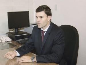 Promotor acredita que o vereador é o chefe da quadrilha  (Foto: Reprodução / TV TEM)