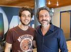 Chay Suede e Alexandre Nero se encontram no Projac (Foto: Império / TV Globo)