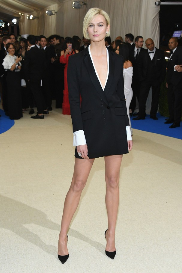 """NEW YORK, NY - MAY 01:  Karlie Kloss attends the """"Rei Kawakubo/Comme des Garcons: Art Of The In-Between"""" Costume Institute Gala at Metropolitan Museum of Art on May 1, 2017 in New York City.  (Photo by Dia Dipasupil/Getty Images For Entertainment Weekly) (Foto: Getty Images For Entertainment W)"""