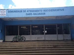 Case Salvador, no bairro de Tancredo Neves, é criticada por especialistas (Foto: Henrique Mendes / G1)