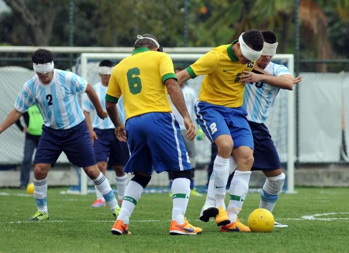 Brasil e Argentina empataram no futebol de 5 (Foto: André Durão)
