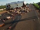 Caminhão carregado de mercadorias tomba em Monte Alegre de Minas