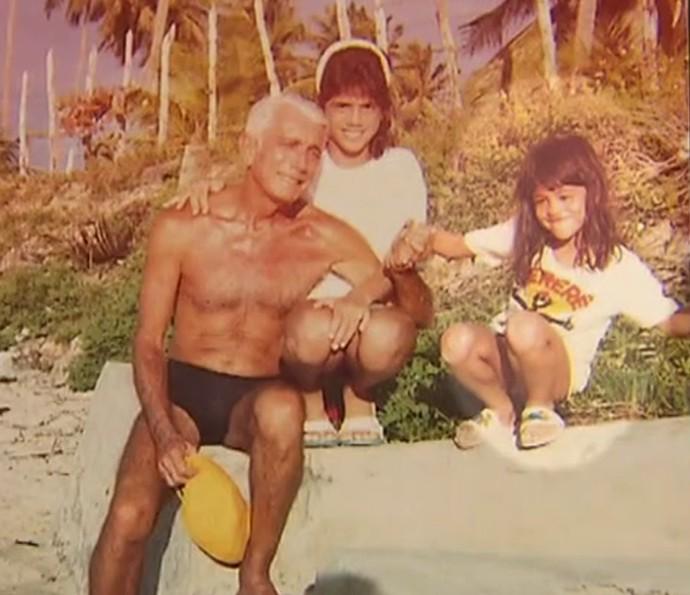 Carol Castro quando era pequenininha, à direita (Foto: TV Globo)