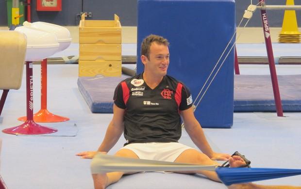 Diego Hypolito treinando ginastica Velódromo (Foto: Lydia Gismondi / GLOBOESPORTE.COM)