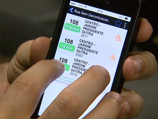 Aplicativo tem 'despertador' que indica o ponto exato em que o usuário deve desembarcar (Foto: Ronaldo Gomes/EPTV)