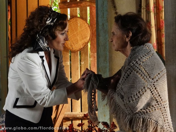 Guiomar promete ajudar Veridiana na busca por Maria Adília (Foto: Flor do Caribe / TV Globo)