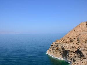 Vista do Mar Morto; do outro lado, está Israel (Foto: Juliana Cardilli/G1)