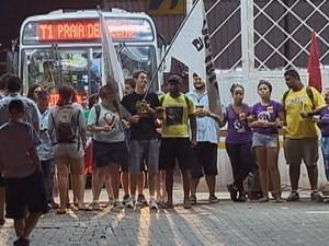 Ônibus começam a sair das garagens, em Porto Alegre (Foto: Reprodução/RBS TV)