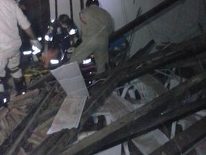 Bombeiros disseram que pelo menos uma mulher teve fratura exposta (Foto: Divulgação)