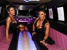 Ana Paula e Tati Minerato chegam de limousine e usam decotão em festa