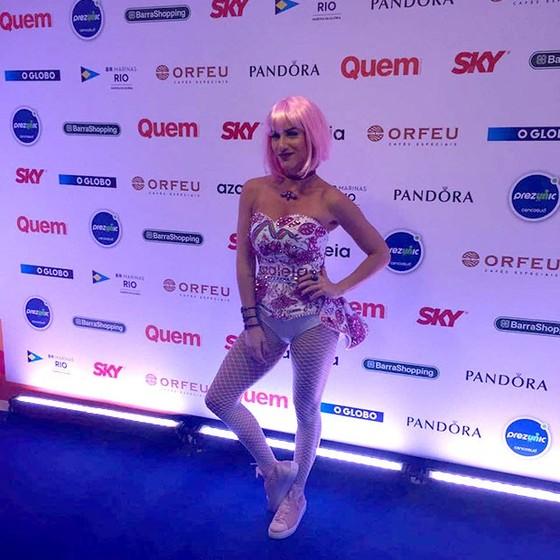 Giovanna Ewbank não foi reconhecida por muita gente por causa do look arrasador (Foto: Editora Globo/ Quem )