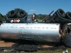 Carreta capota e derrama 30 toneladas de óleo na bacia do Rio Verdão (GO)