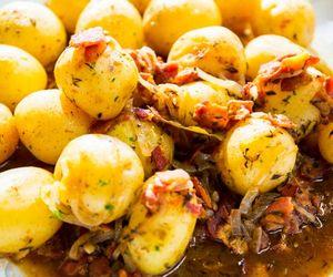 Batatas com bacon e cebola: receita da Carolina Ferraz