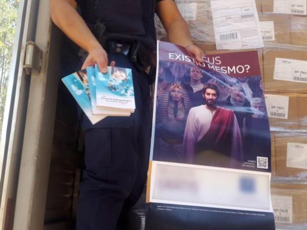 Caminhão roubado é achado com carga religiosa intacta em Jundiaí  (Foto: GM de Jundiaí/Divulgação)